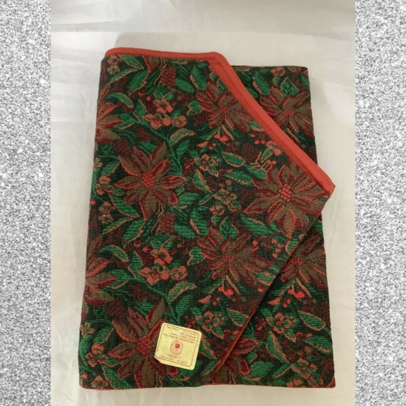 Crate Barrel Holiday Poinsettia Table Runner Nwt